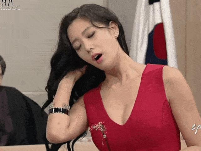 """""""Mỹ nhân tốc váy"""" dự đoán Đức vô địch, Hàn Quốc khó qua """"cửa tử"""""""