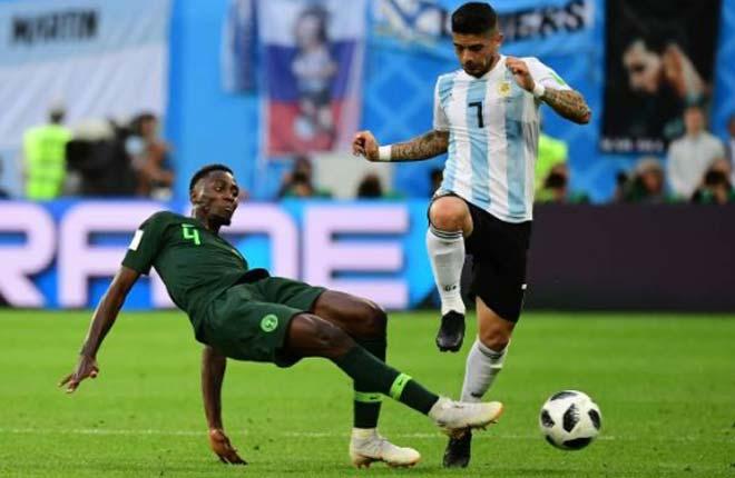 Góc chiến thuật Argentina – Nigeria: 2 người hùng giấu mặt giải cứu Messi - 1