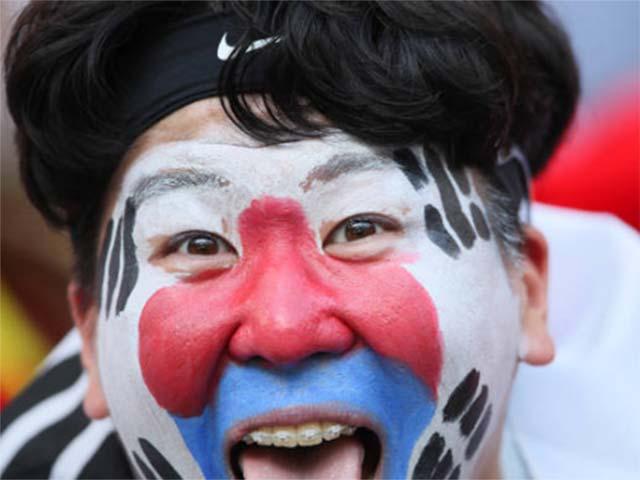 Hàn Quốc lật đổ nhà vua Đức: Fan vui mừng khôn xiết, nụ cười châu Á rạng rỡ