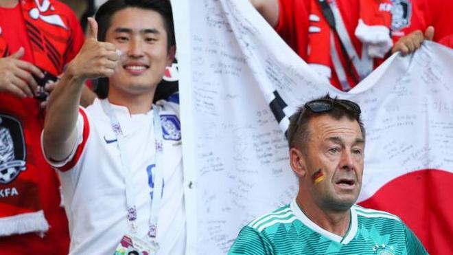 Ấn tượng World Cup 28/6: Fan nữ mếu máo vì ĐT Đức, Mexico đội ơn Hàn Quốc - 1