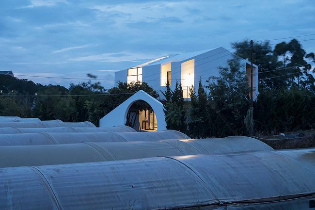 """Mới đây, Tạp chí ArchDaily đăng tải một căn nhà ở """"thành phố tình yêu"""" Đà Lạt và dành nhiều lời khen ngợi cho thiết kế của nó."""