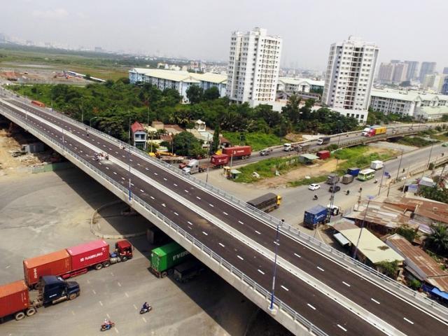 """Cầu vượt trăm tỷ xóa nút giao thông """"nuốt người"""" ở Sài Gòn thông xe"""