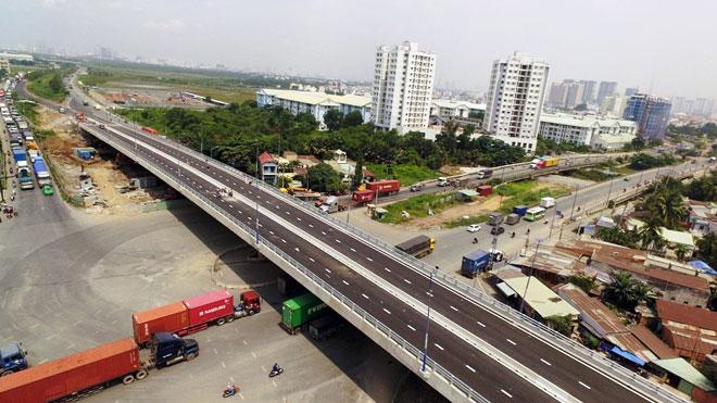 """Cầu vượt trăm tỷ xóa nút giao thông """"nuốt người"""" ở Sài Gòn thông xe - 1"""