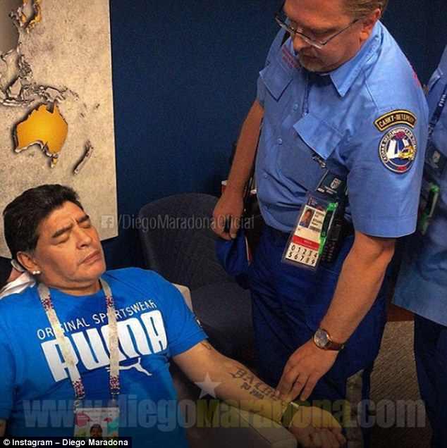 Bị tung tin đã chết, huyền thoại Maradona chi 10.000 USD tìm thủ phạm - 1