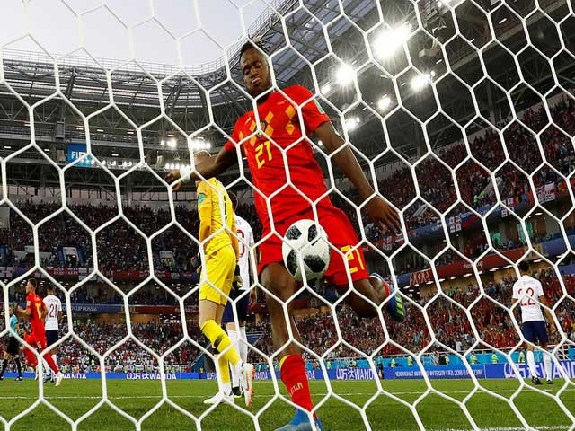 """""""Khó đỡ"""" World Cup 2018: Batshuayi tự sút """"vỡ mặt"""", SAO Argentina kiến tạo lạ"""