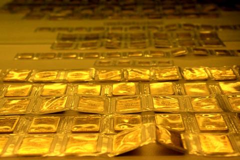 Giá vàng hôm nay 30/6: Đô la suy yếu, vàng hồi phục - 1