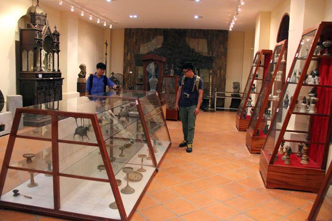 Tận thấy bộ sưu tập đèn Việt Nam có từ hàng ngàn năm trước tại Sài Gòn - 1