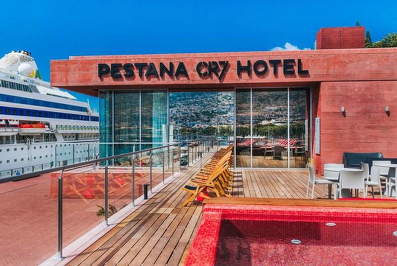 Có gì lạ trong khách sạn của Cristiano Ronaldo? - 1