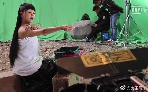 Sự thật phía sau cảnh tắm gợi cảm trong phim cổ trang Trung Quốc - 1
