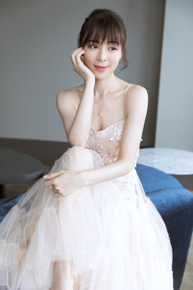 Trương Tịnh Sơ là người đẹp bị đồn có mức giá hầu rượu đại gia cao nhất với con số 30 triệu NDT (100 tỷ đồng).