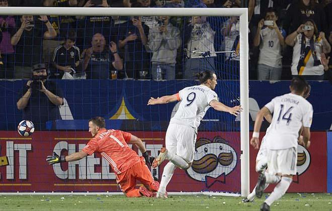 """Rooney lập siêu phẩm, Ibra """"bắt chước"""" Messi ở Mỹ: Triệu fan trầm trồ - 1"""