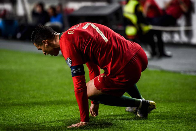 HOT football news on April 2: Ronaldo's injury is quite complex - 1
