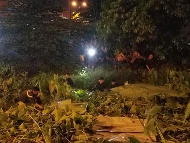 Cảnh sát trắng đêm tìm tên cướp tiệm vàng dưới dòng kênh đen