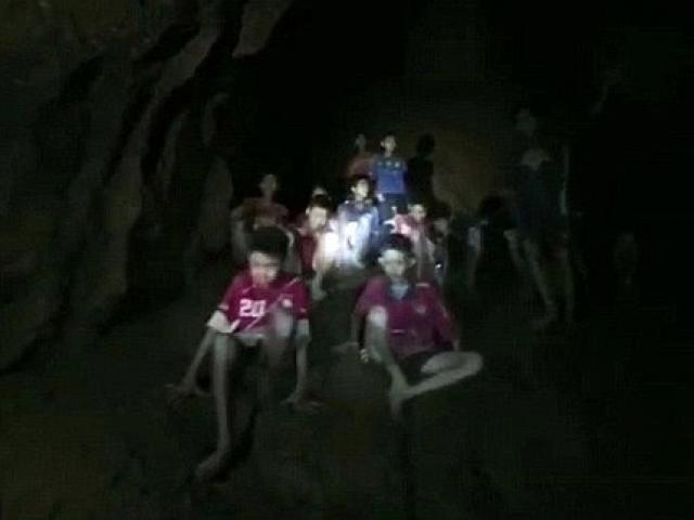 Tiết lộ chấn động vụ giải cứu đội bóng nhí Thái Lan khỏi hang động