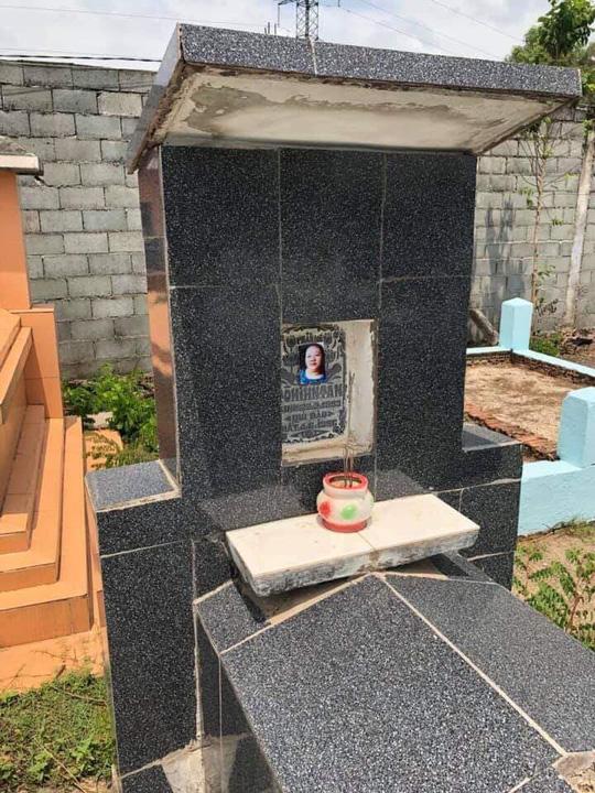 Hàng loạt ngôi mộ ở Đồng Nai bị dán ảnh phụ nữ lạ - 1