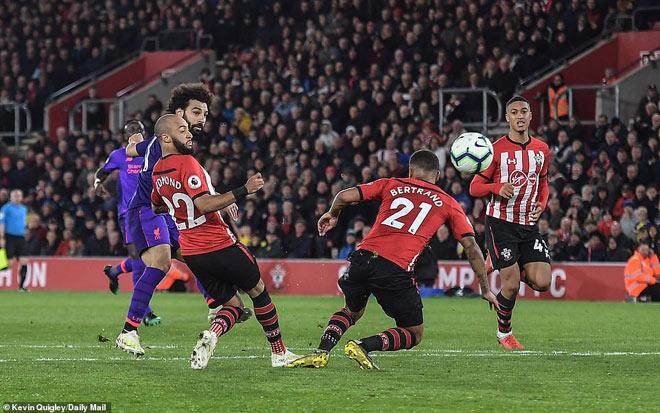 Tranh cãi trọng tài: Liverpool - Salah hưởng lợi, Southampton - Man City cay cú - 1