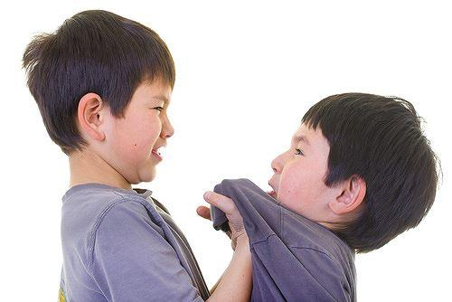 Chuyên gia bày cách nhận biết trẻ đang bị bắt nạt tại trường - 1