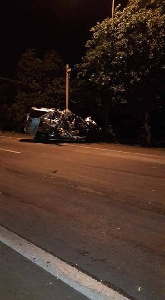 Xe tải và xe 7 chỗ tông trực diện, ít nhất 3 người thiệt mạng - 1