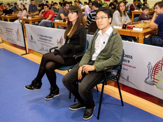 """Quang Liêm bị 4 đàn em """"qua mặt"""" ở Dubai: Choáng với siêu đại kiện tướng"""