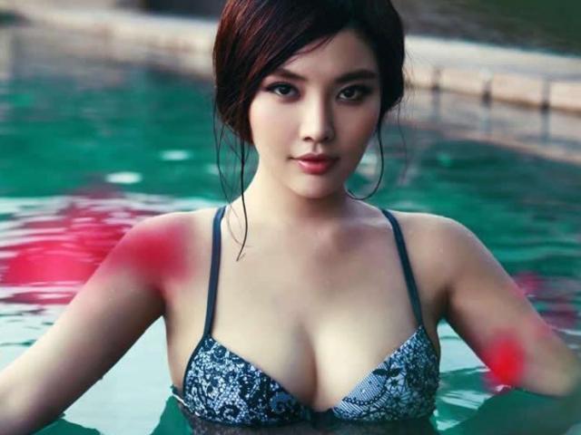 """""""Đệ nhất ngực đẹp Trung Quốc"""" nhận được nhẫn kim cương cầu hôn trong nồi lẩu"""