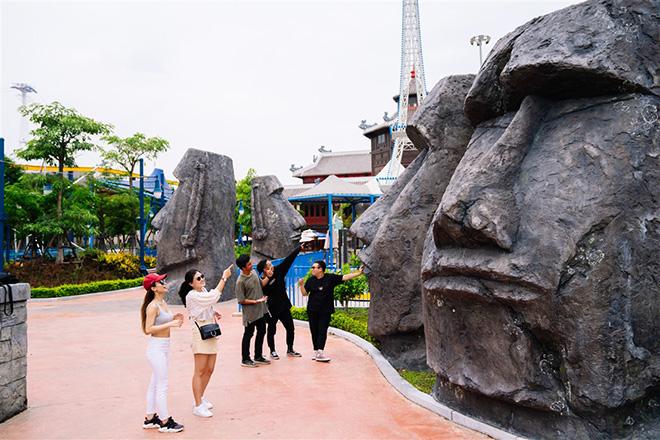 """Giới trẻ xôn xao rủ nhau về Hạ Long tận hưởng """"cơn mưa trà sữa miễn phí"""" tại công viên Rồng - 1"""