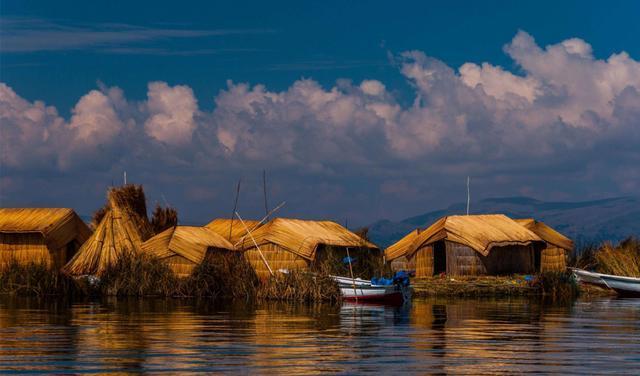 Hòn đảo dệt bằng cỏ trôi nổi trên biển suốt 1000 năm - 1