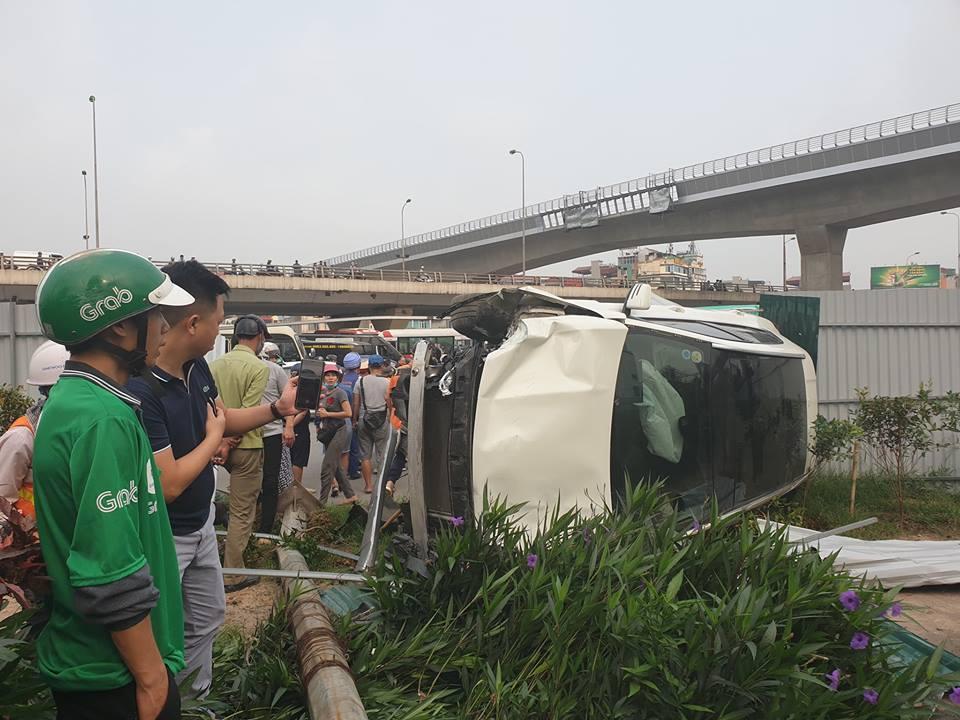 Nữ tài xế lái Mercedes lao như tên bắn, tông hàng loạt xe máy - 1