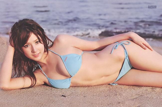 Leah Dizon có tên tiếng Nhật là Ria Dizon, sinh ngày 24 tháng 9 năm 1986 tại Las Vegas, Nevada, Mỹ.