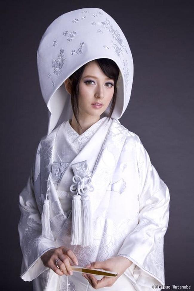 Ngày 10 tháng 10 năm 2008, Leah kết hôn với một stylish người Nhật tên Bun lớn hơn cô 7 tuổi.