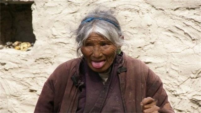 Khi đến Tây Tạng, thấy mọi người thè lưỡi, đừng vội vàng tức giận - 1