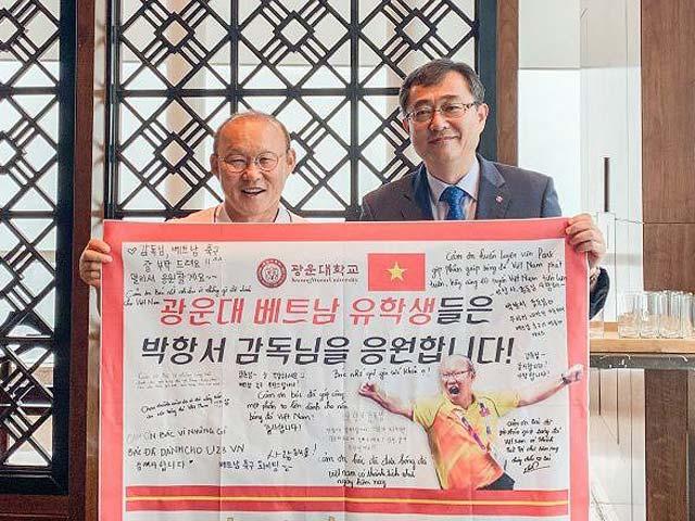 HLV Park Hang Seo bất ngờ được phong Giáo sư