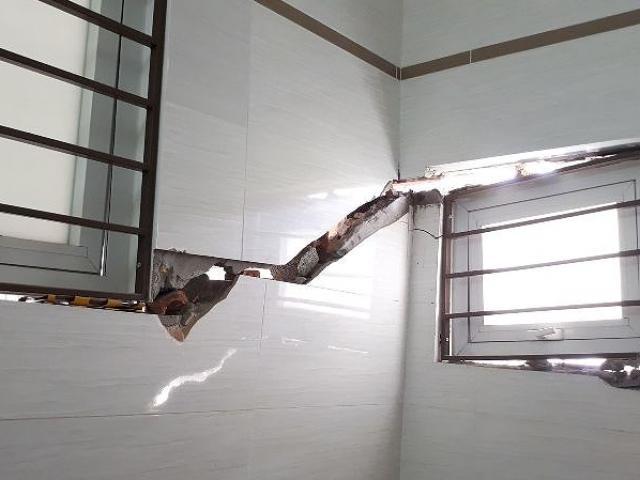 Hà Nội: Hàng loạt nhà mặt đường sụt lún, nứt toác nguy hiểm