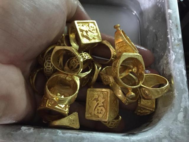 Vụ đống vàng trong bao lúa: Người phát hiện đầu tiên muốn nhận toàn bộ số vàng