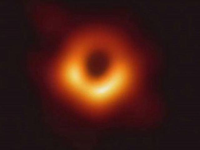 Việt Nam tham gia chụp ảnh lỗ đen đầu tiên của vũ trụ
