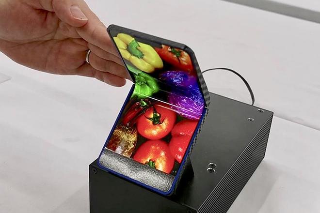 Sharp trình diễn smartphone gập lại tiện lợi hơn Galaxy Fold và Mate X? - 1