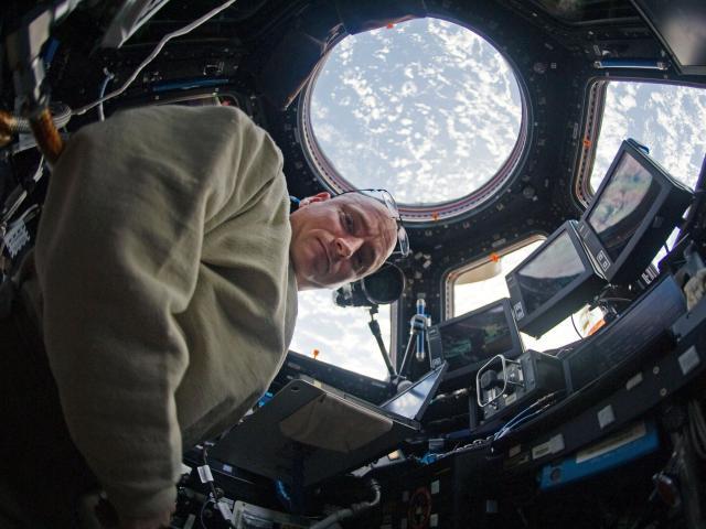 Phi hành gia biến đổi ra sao sau một năm sống ngoài vũ trụ?