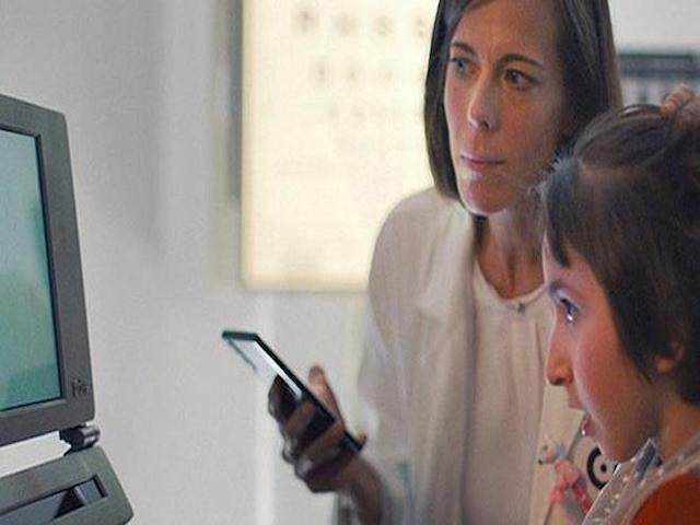 Vượt qua giới hạn smartphone, Huawei P30 Pro và AI còn giúp kiểm tra thị lực