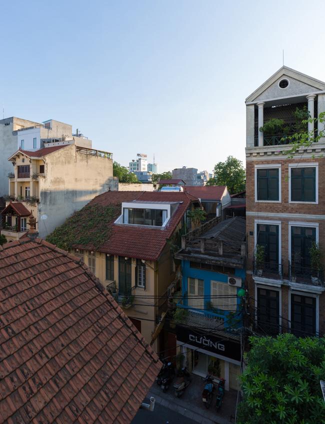 Việc có một không gian sống thoải mái hơn trong những ngôi nhà cũ và chật chội ở phố cổ Hà Nội luôn là mong muốn của hầu hết cư dân sống ở đây.