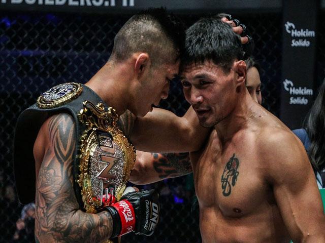 MMA châu Á: Martin Nguyễn tung đòn gối bay đẹp như mơ, giữ đai thế giới