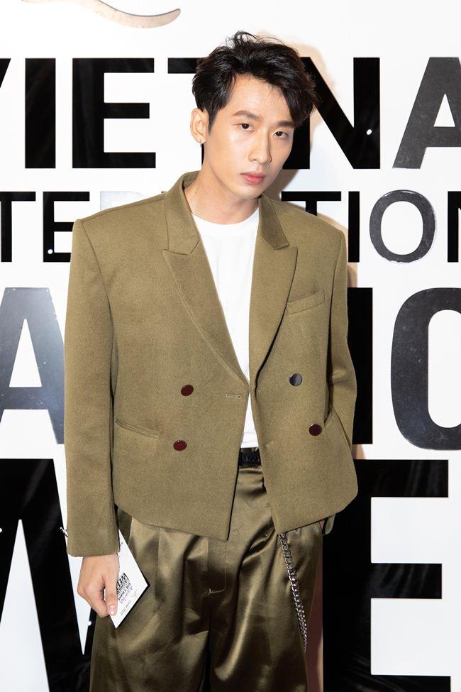 Hari Won mặc xuyên thấu, tình tứ bên Trấn Thành trên thảm đỏ - 3