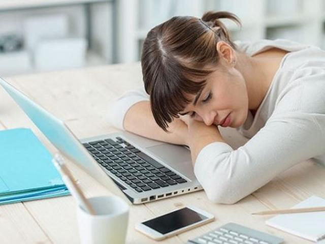 Mắc cả tỷ bệnh nguy hiểm vì thói quen 'tranh thủ' ngủ gục trên bàn