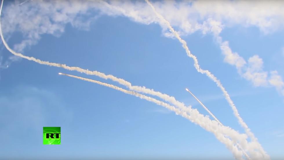 """Xem """"rồng lửa"""" S-300 Nga phóng liên tiếp đạn phòng không lên trời - 1"""