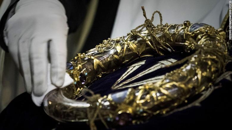 Cổ vật quý nhất của Nhà thờ Đức Bà Paris ra sao sau vụ cháy kinh hoàng? - 1