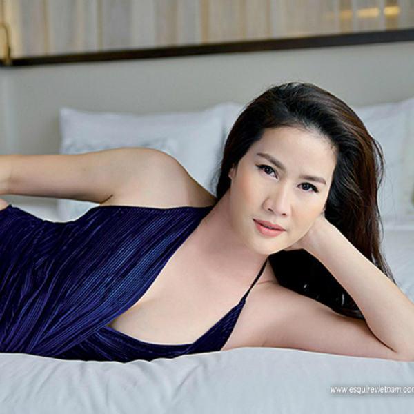 Chân dài Tiền Giang nức tiếng một thời lấy lại dáng thon sau sinh dù đã U50 - 1