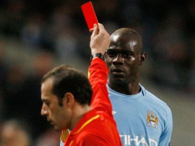 """""""Người phán xử"""" Man City - Tottenham: Thành Manchester phẫn nộ, Pep âu lo"""