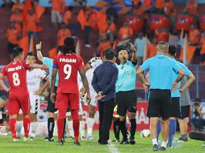 Nhiều HLV và cả trọng tài V-League không biết luật - 1