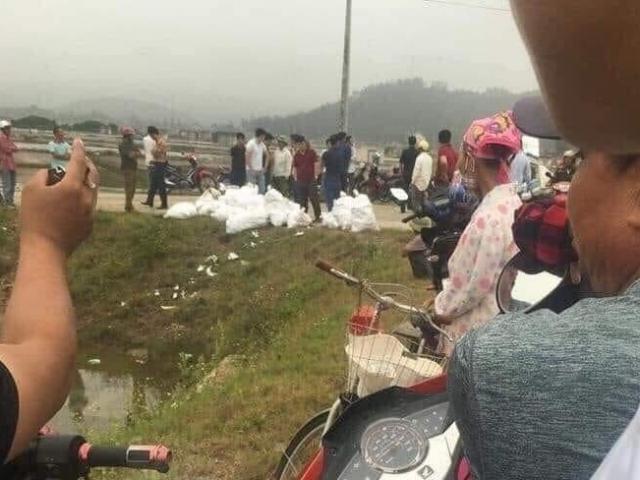 Phát hiện gần 1 tấn nghi ma túy đá bị vứt ven đường