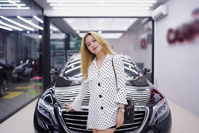 """Thành danh nhờ """"Nhật ký Vàng Anh"""" (2007) song Hoàng Thùy Linh cũng vướng phải scandal ồn ào nhất trong sự nghiệp trong cùng một năm. Cô ở ẩn một vài năm và tích cực tập luyện vũ đạo, theo đuổi con đường ca hát. Từ một diễn viên, người đẹp 8X được biết đến là một trong những ca sĩ nổi tiếng ở Vbiz. Năm 2013, cô ghi dấu ấn với diễn xuất trong phim điện ảnh """"Thần tượng"""". Lúc này, sự nỗ lực và cố gắng của Hoàng Thùy Linh được khán giả công nhận. Ở tuổi 30, cô có trong tay gia tài kếch xù khiến nhiều người ngưỡng mộ."""