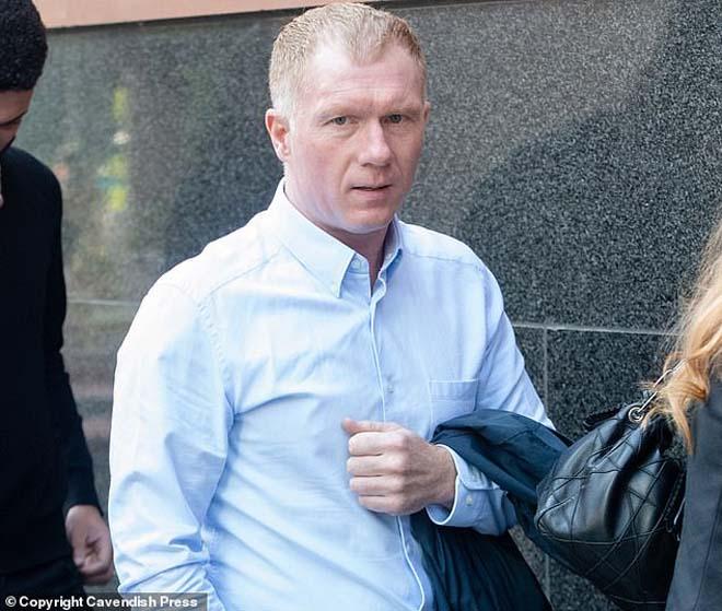 MU méo mặt: Scholes cá độ bất hợp pháp, Nicky Butt bị bắt vì đánh người - 1