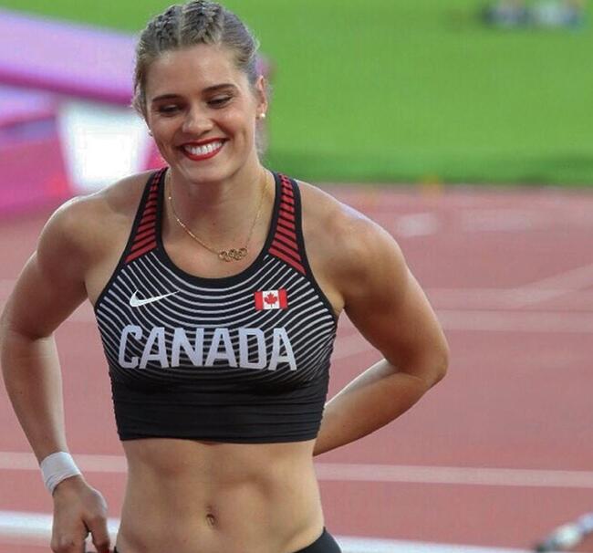Alysha Newman nữ VĐV nhảy sào 24 tuổi người Canada được biết tới từ năm 2017.